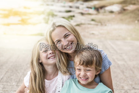 mother, with, children, cuddling, on, the - 22723747