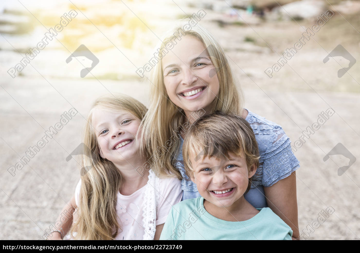 mother, with, children, cuddling, on, the - 22723749