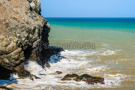 waves breaking on the rocks at