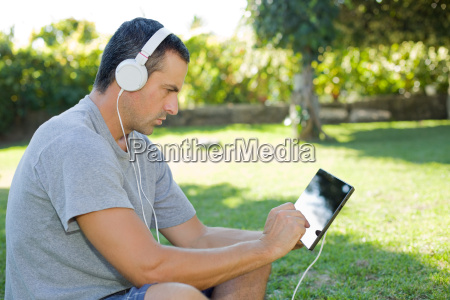 man, relaxing, with, tablet, pc - 22740735