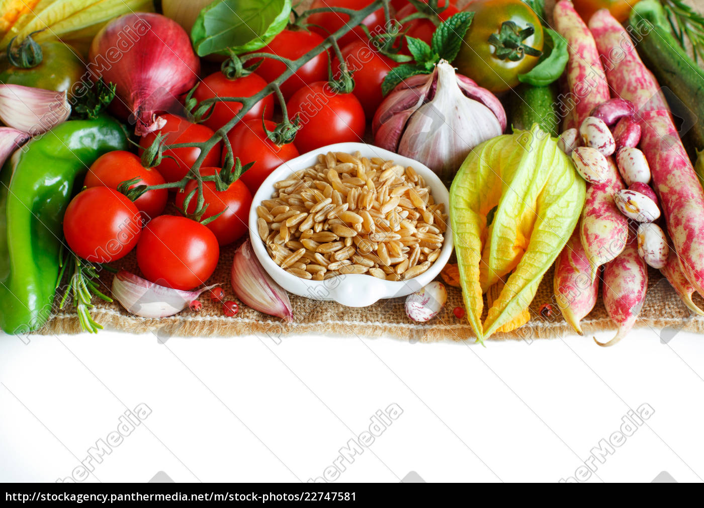 uncooked, kamut, grain, with, vegetables - 22747581