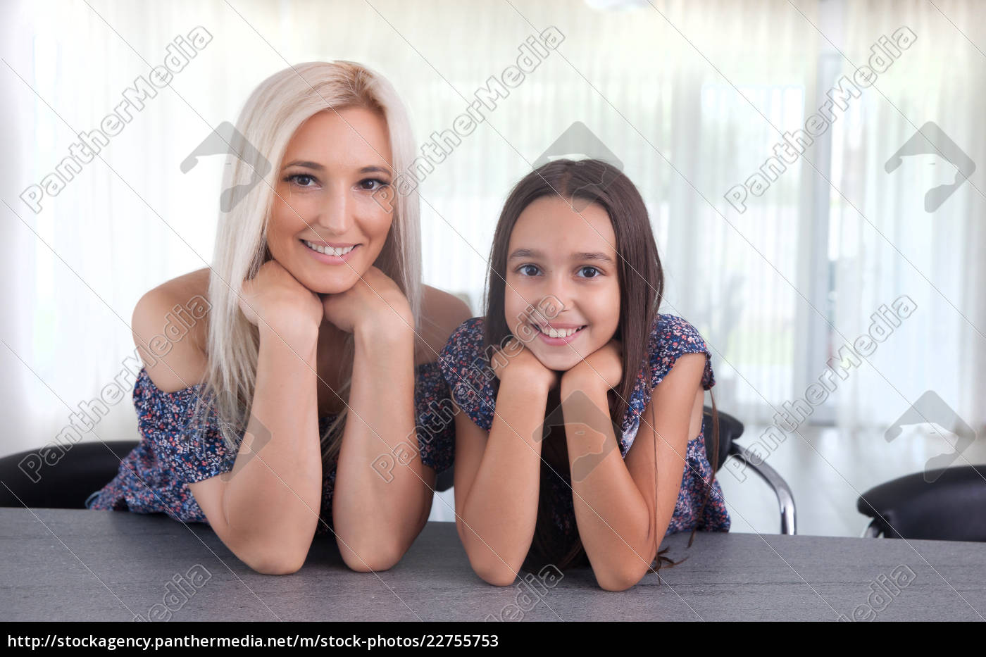 mother, and, daughter - 22755753
