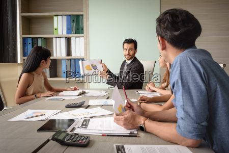 businessman, present, financial, chart, with, team - 22762653