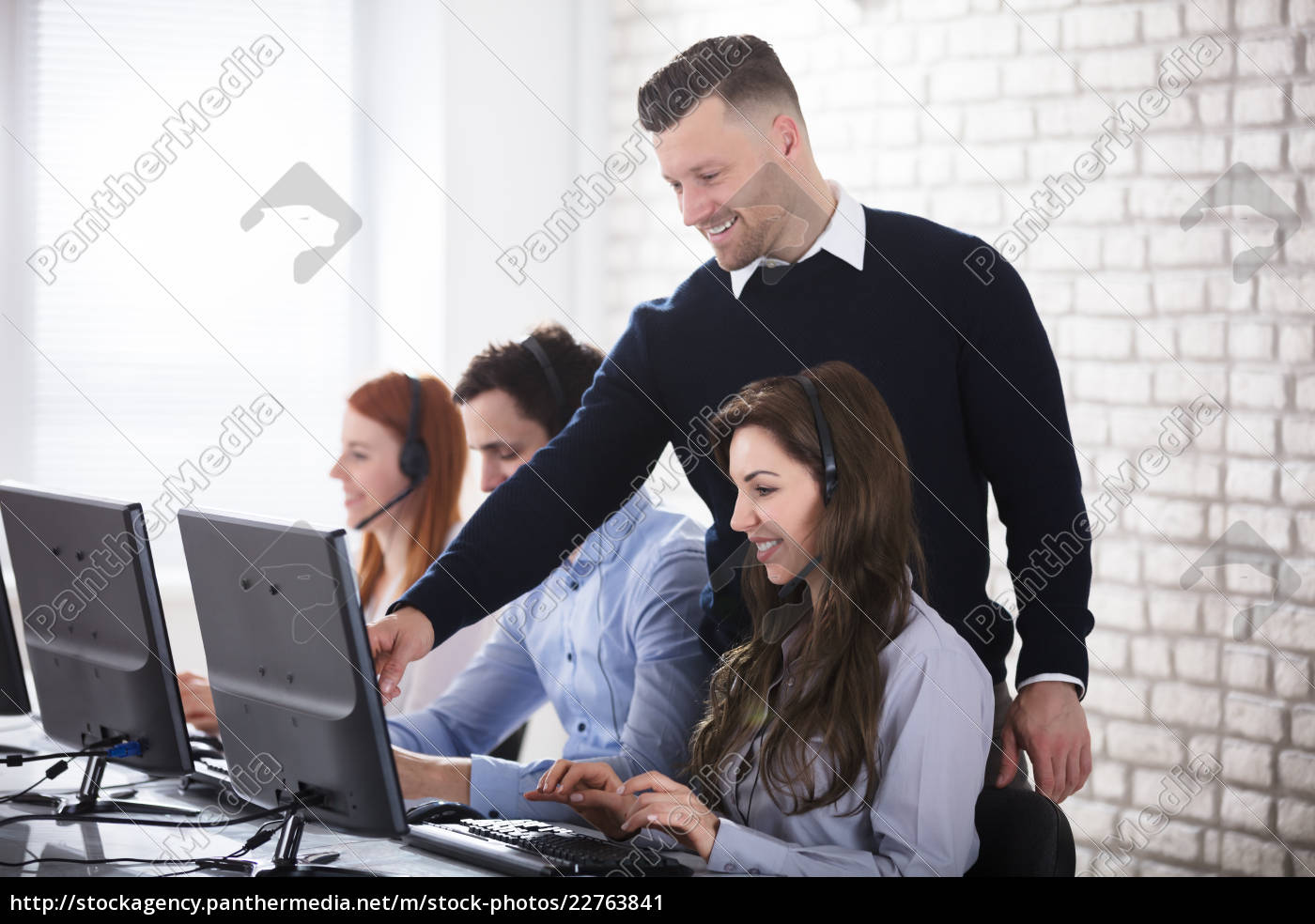 businessman, showing, her, colleague, on, computer - 22763841