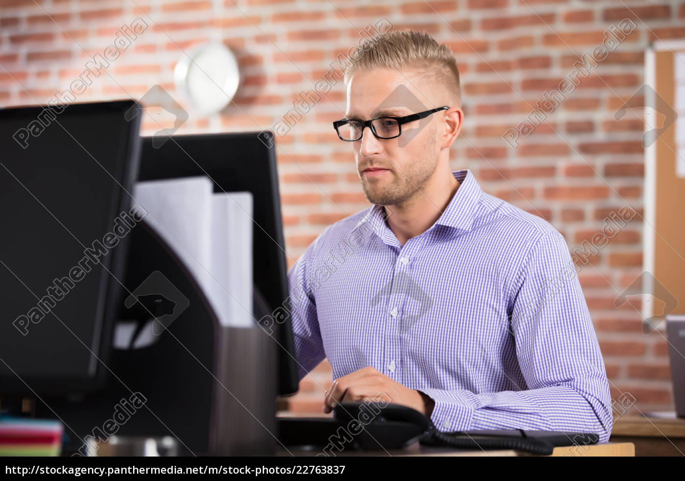 businessman, using, computer - 22763837