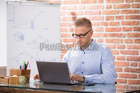 businessman, using, laptop - 22763791