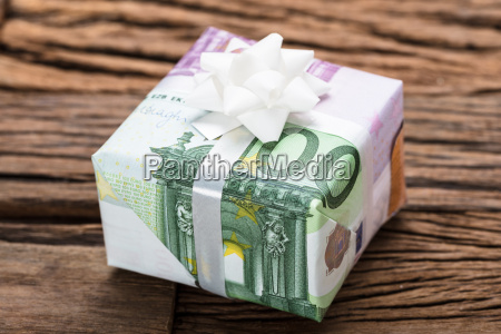 gift box made from euro papernotes