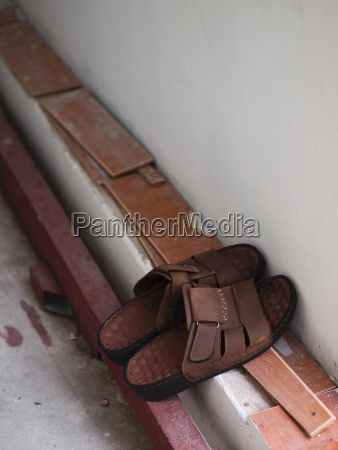 men brown leather sandal