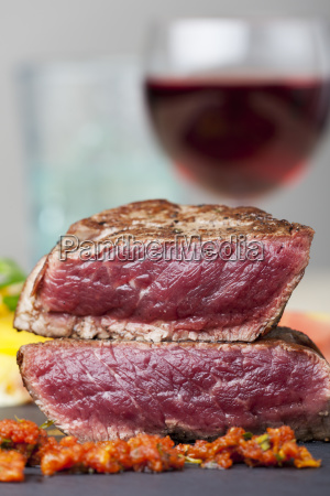 steak slices with red wine
