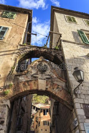 old town stari grad arch way