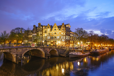 canal scene at night amsterdam netherlands