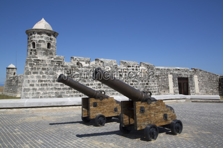 old cannons castillo de san salvador