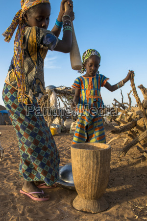 girls using a pestle tetiane bade