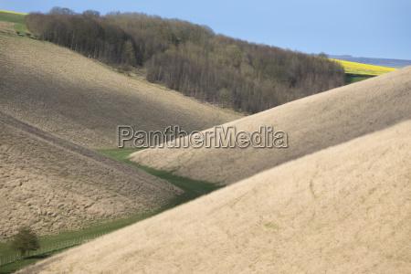 caminho do vale e colinas sobrepostas