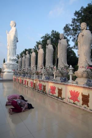 mulher mulheres passeio viajar monumento cor