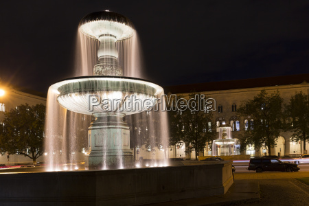 illuminated fountain at the geschwister scholl