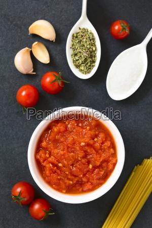 homemade marinara or pomodoro tomato sauce