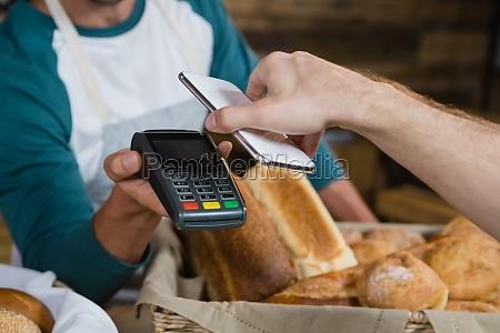 kunden bezahlen per smartphone mit nfc