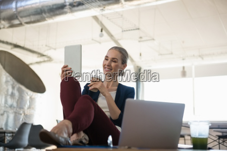 businesswoman, using, tablet, computer, in, office - 23094213