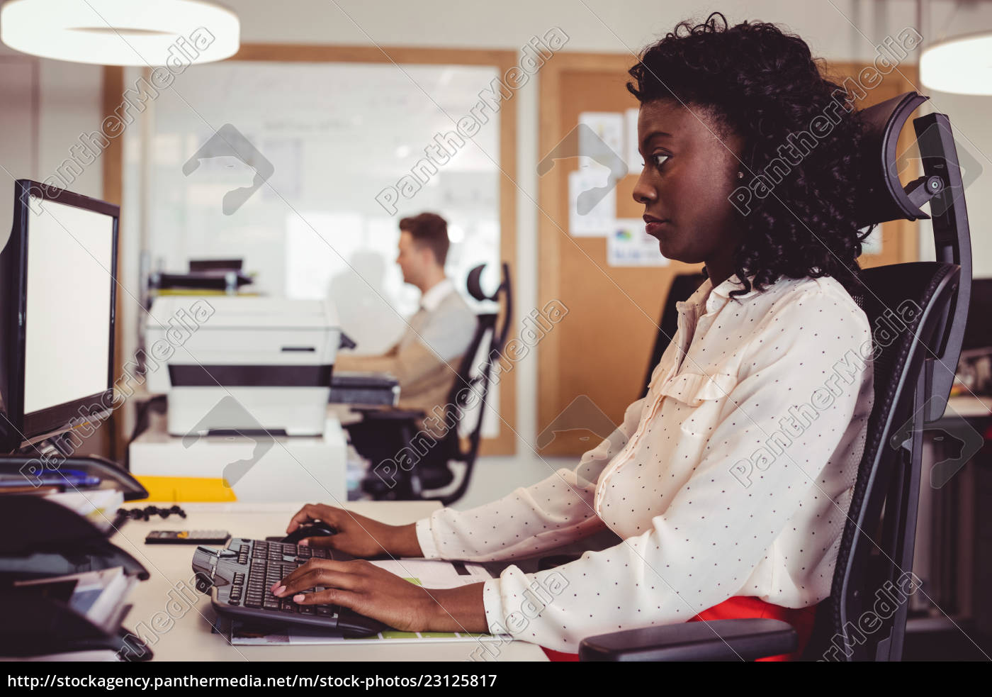 side, view, of, businesswoman, working, on - 23125817