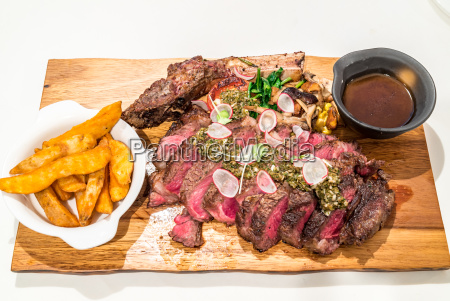 tomahawk beef steak
