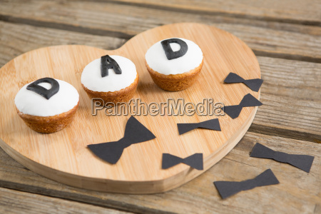 cupcakes with dad text by bow