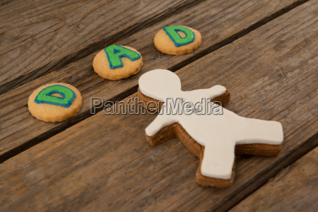 cookies with text dad on wooden
