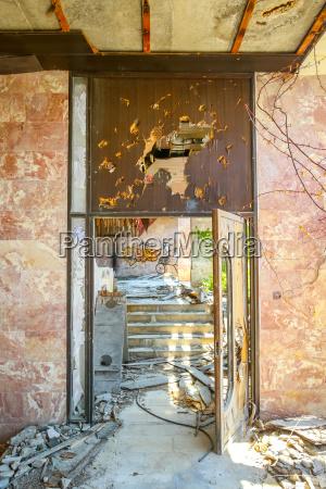 arquitectura interior puerta hotel albanyileria grafiti