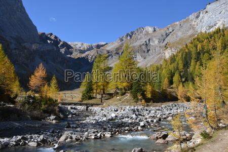 mountain stream to lac de tzeuzier