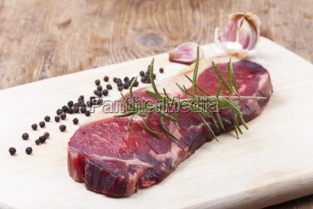 dry age steak on wood