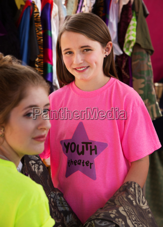 young assistant helps child actress