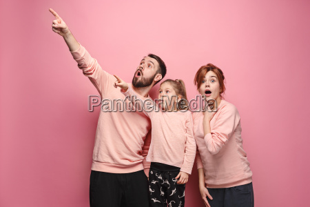surprised, young, family, on, pink - 23452663