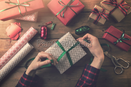 gift wrapping woman tie a ribbon
