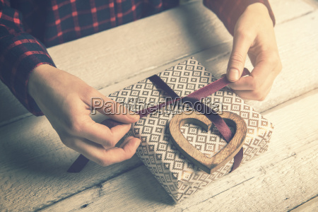 woman, wrapping, a, gift, for, beloved. - 23453465