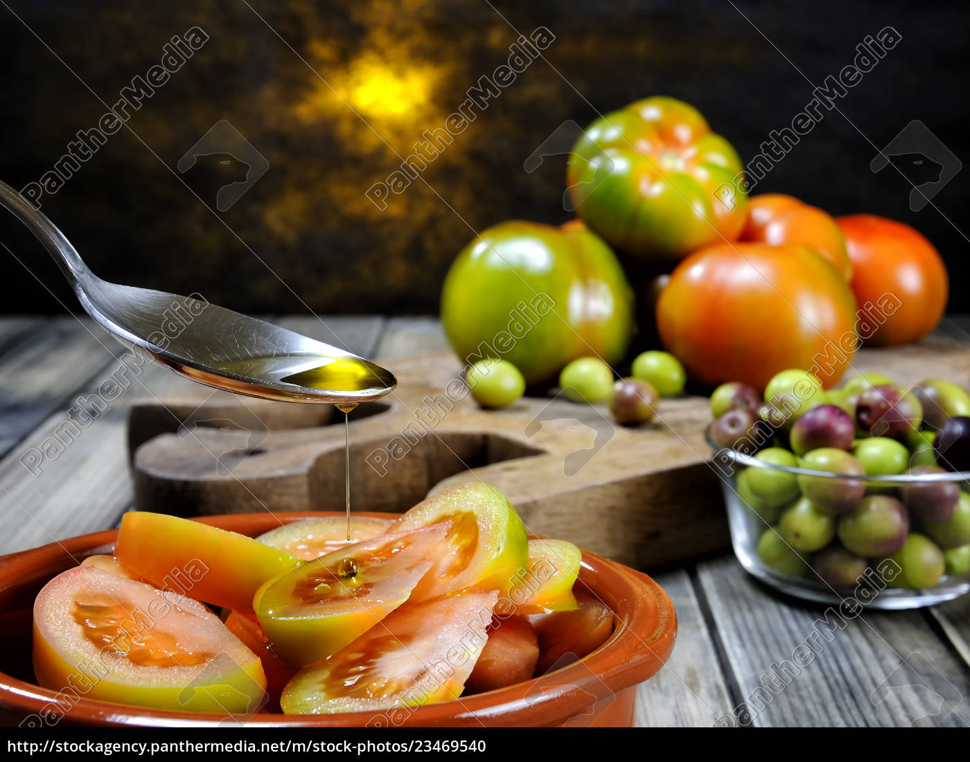 tomato, salad, dressed, with, extra, virgin - 23469540