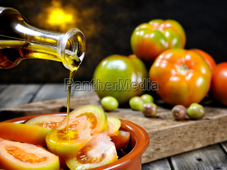 tomato, salad, dressed, with, extra, virgin - 23469544