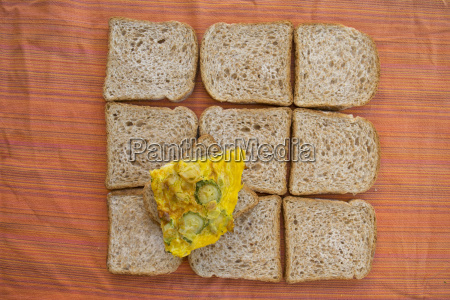 wholemeal sandwich bread and omelette