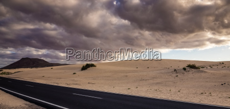 road through the corralejo dunes national