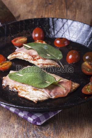 saltimbocca alla romana in the pan