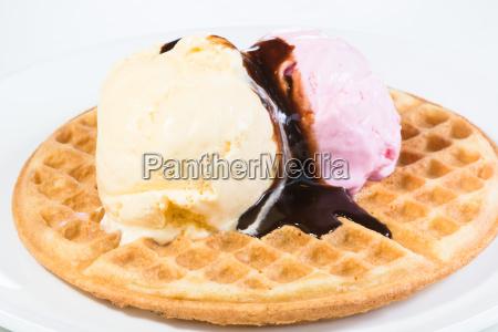 vanilla and strawberry ice cream on