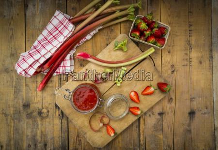 glass, of, rhubarb, strawberry, mush - 23554674