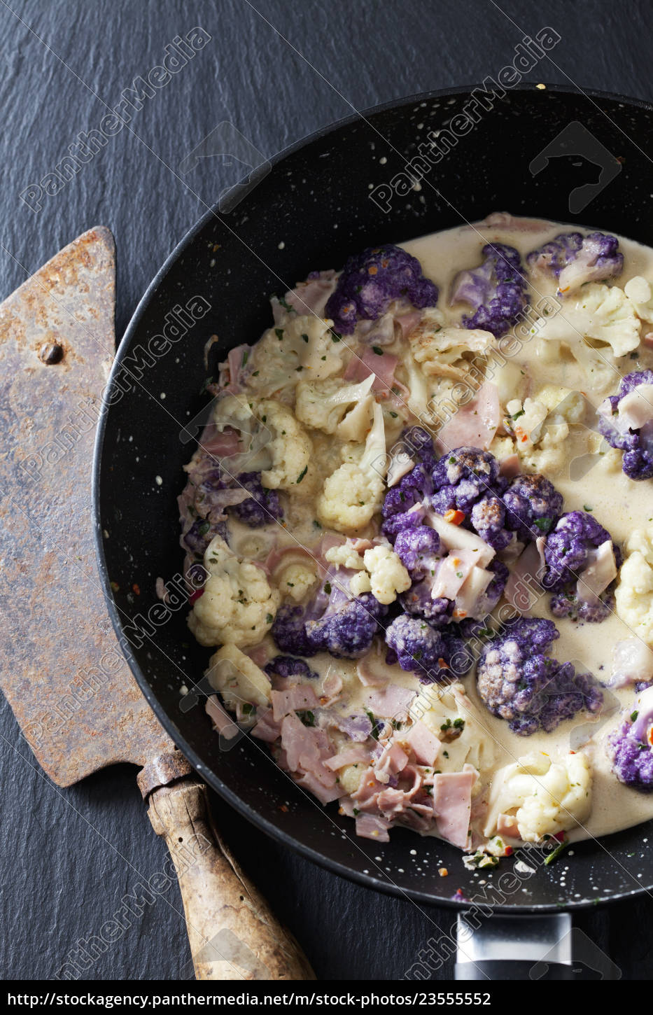 pan, of, cauliflower, florets, with, cooked - 23555552