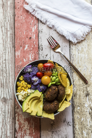 quinoa veggie bowl of avocado edamame