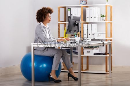 young, businesswoman, working, on, computer, at - 23578544