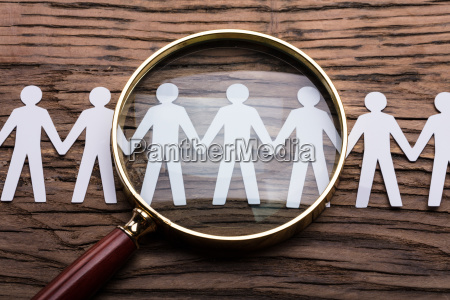 magnifying, glass, on, cut-out, figures - 23584702