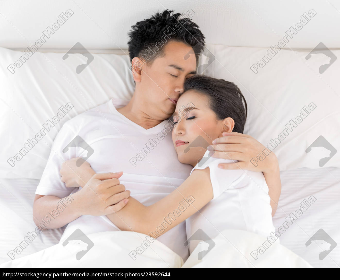 couple, in, bed - 23592644