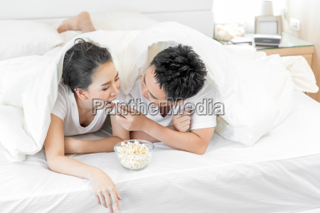 couples, having, breakfast, on, bed - 23592632