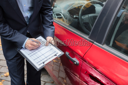 insurance, agent, examining, car, after, accident - 23595620