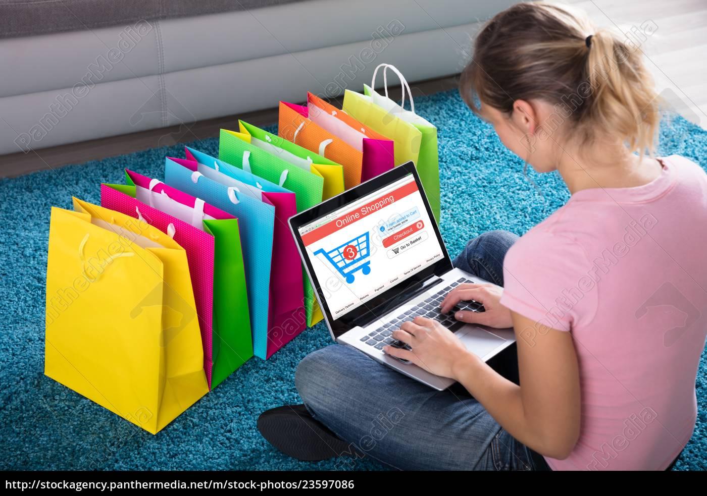 woman, shopping, online, using, laptop - 23597086