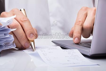 businessperson, hands, with, receipt - 23600676